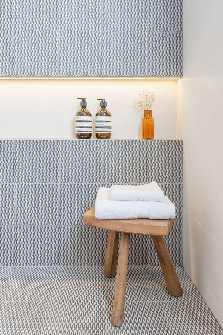 Decoração do banheiro com linhas retas