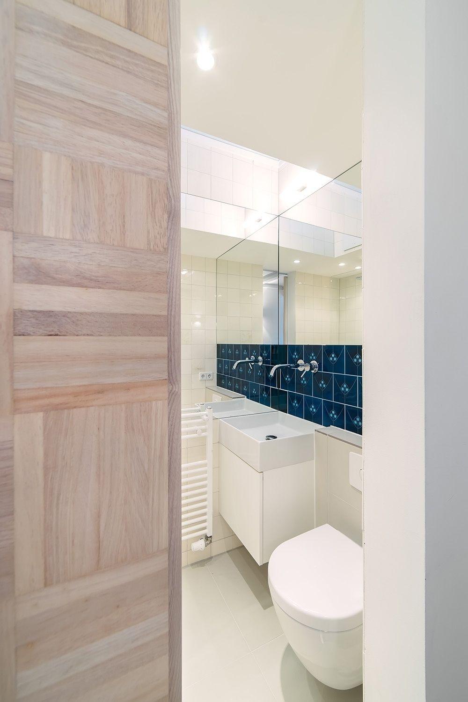 Faixa de azulejo no banheiro
