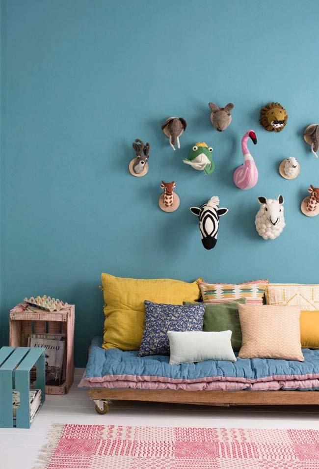 Decoração barata para quarto de menina com bichos da floresta na parede
