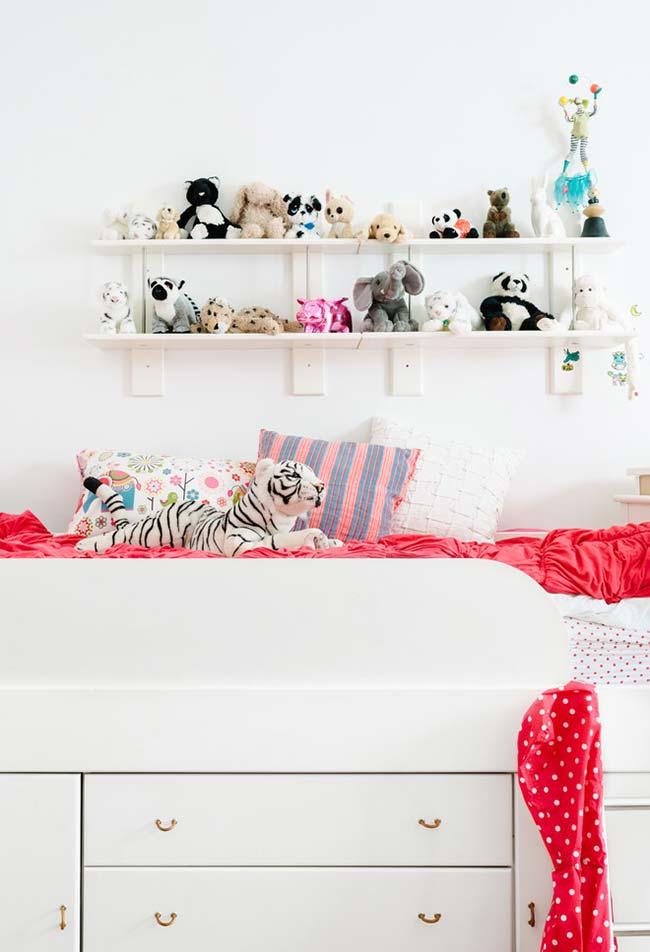 Bichinhos de pelúcia em destaque na decoração do quarto de menina