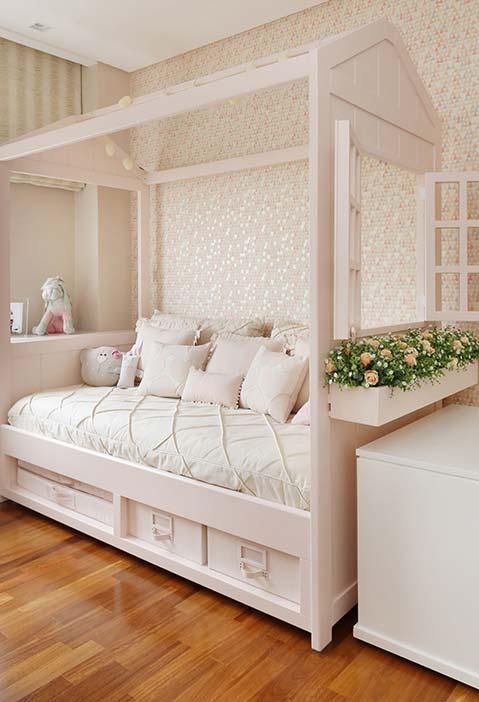 Cama completa para o quarto de menina