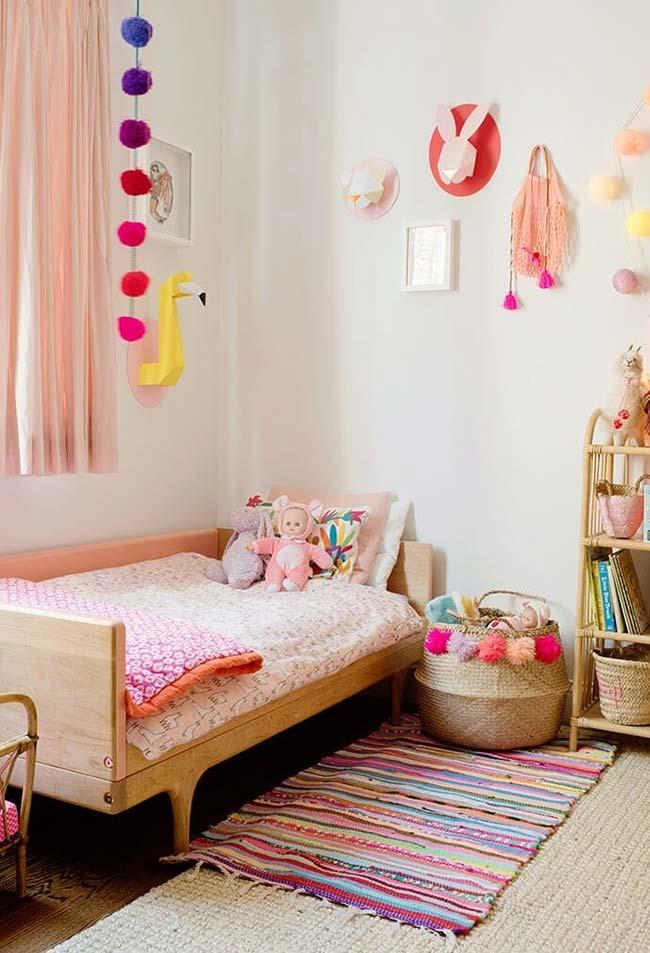 Destaque para objetos decorativos na decoração do quarto de menina