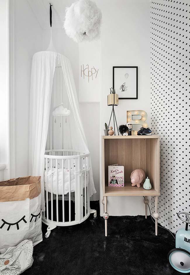 Moderno e cheio de estilo: papel de parede para quarto de bebê branco com bolinhas pretas