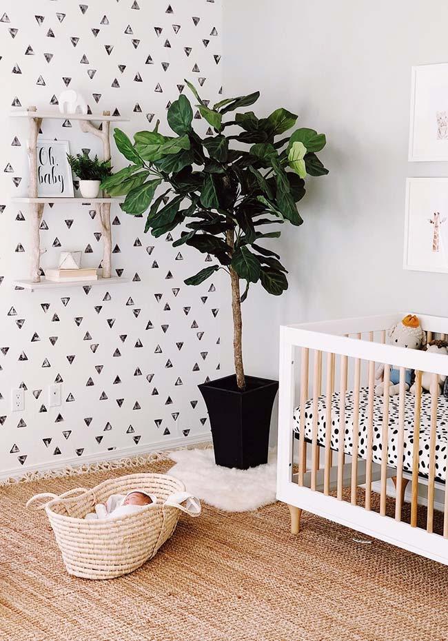 Quarto de bebê com papel de parede em estilo duplo
