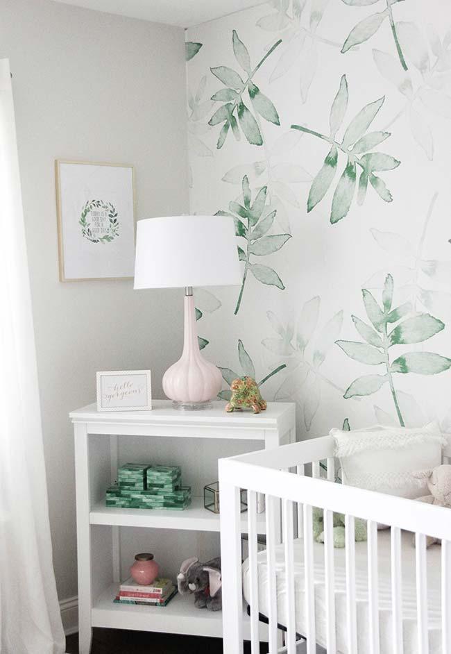 Verde é neutro e pode ser usado em papel de parede de quartos de meninos e meninas