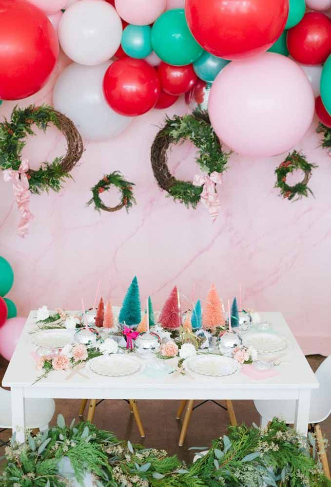 Uma mesa de natal simples e alegre para receber a criançada