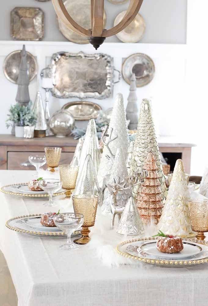 A mistura do dourado com o prateado dar um ar mais sofisticado à mesa de Natal