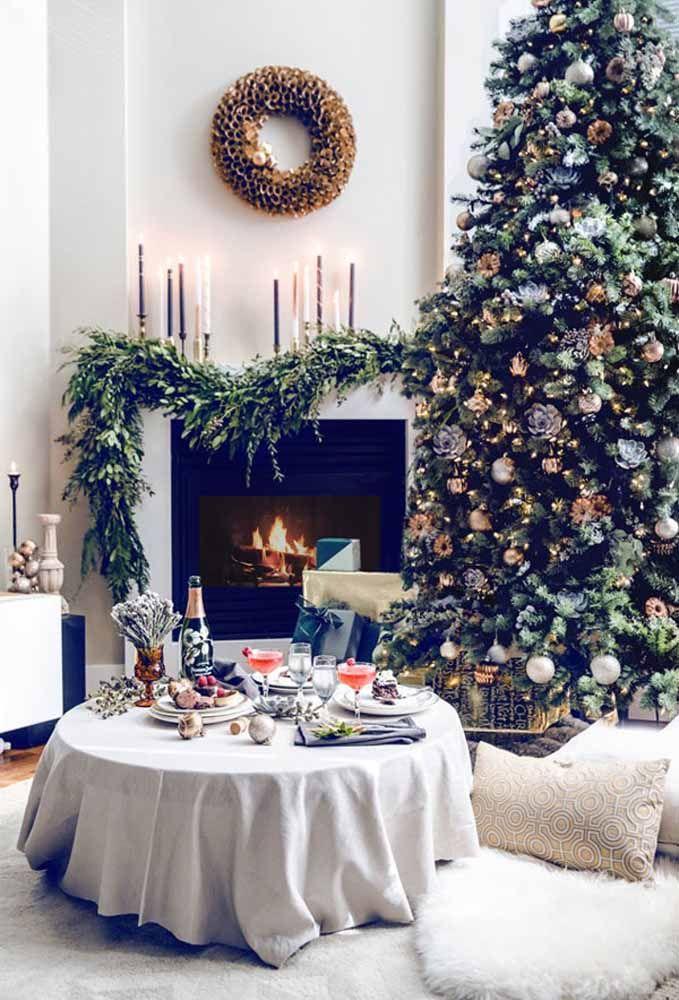 Aposte em uma mesa de natal simples, mas aconchegante