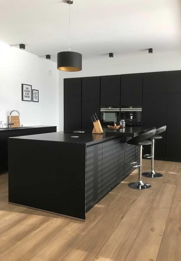Uma cozinha moderna e sofisticada pede uma banqueta com design diferenciado