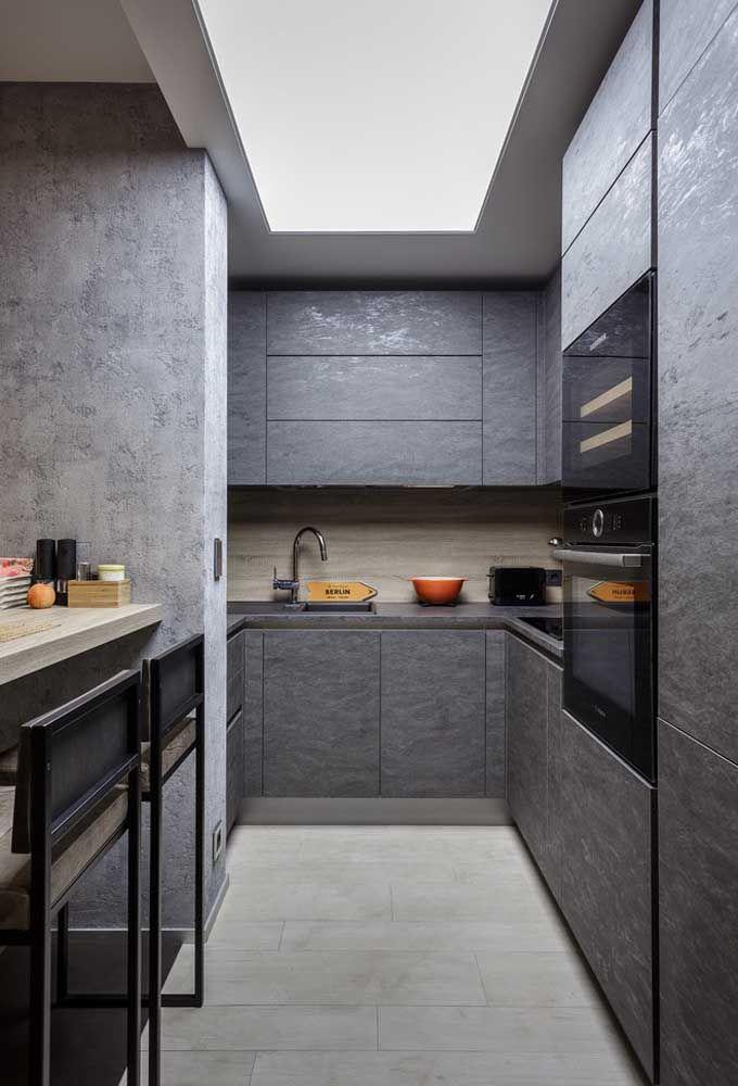 Coloque algumas banquetas do lado de dentro da cozinha