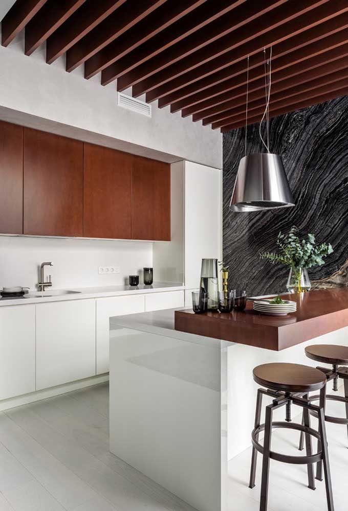 Para ambientes abertos, o mais indicado é usar banquetas no estilo daquelas que encontramos em barzinhos