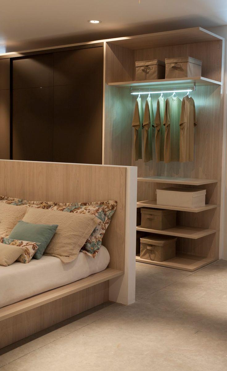 A cama e os armários podem receber o mesmo acabamento da marcenaria
