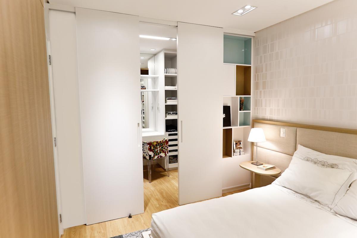Ideal para esconder a bagunça do closet e a área de estudo