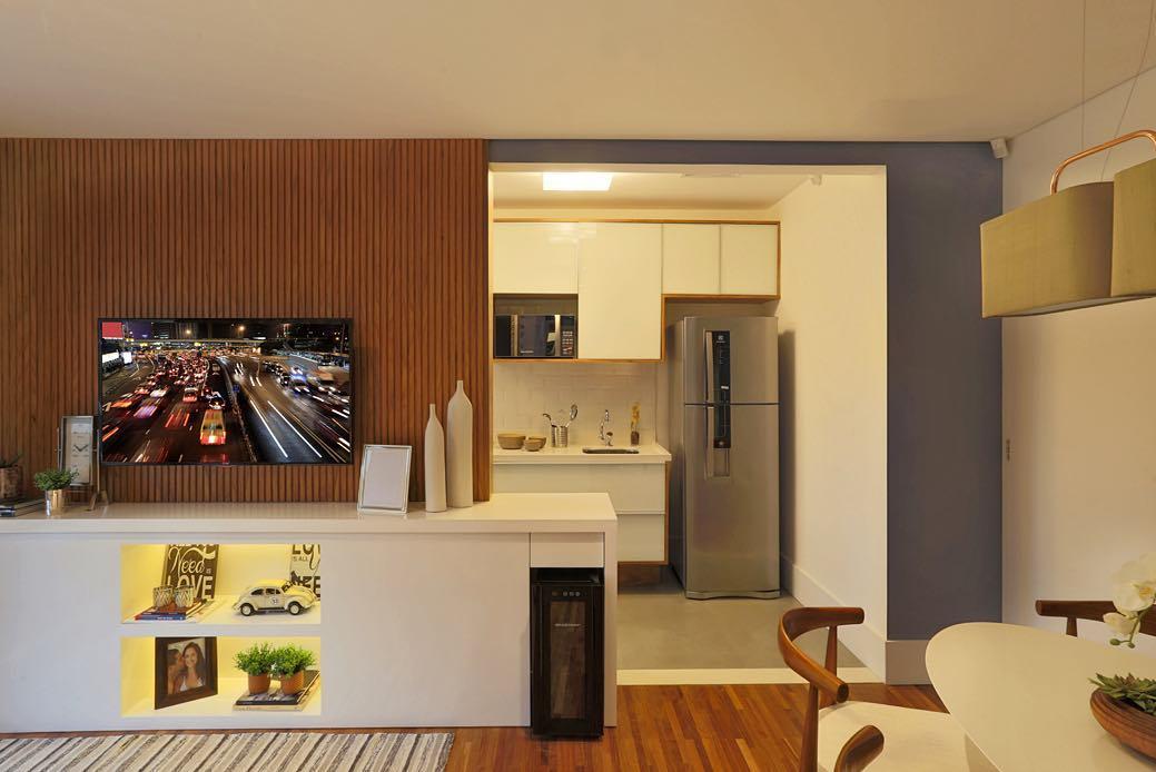 Em casas decoradas: painéis em madeira levam mais modernidade ao ambiente.