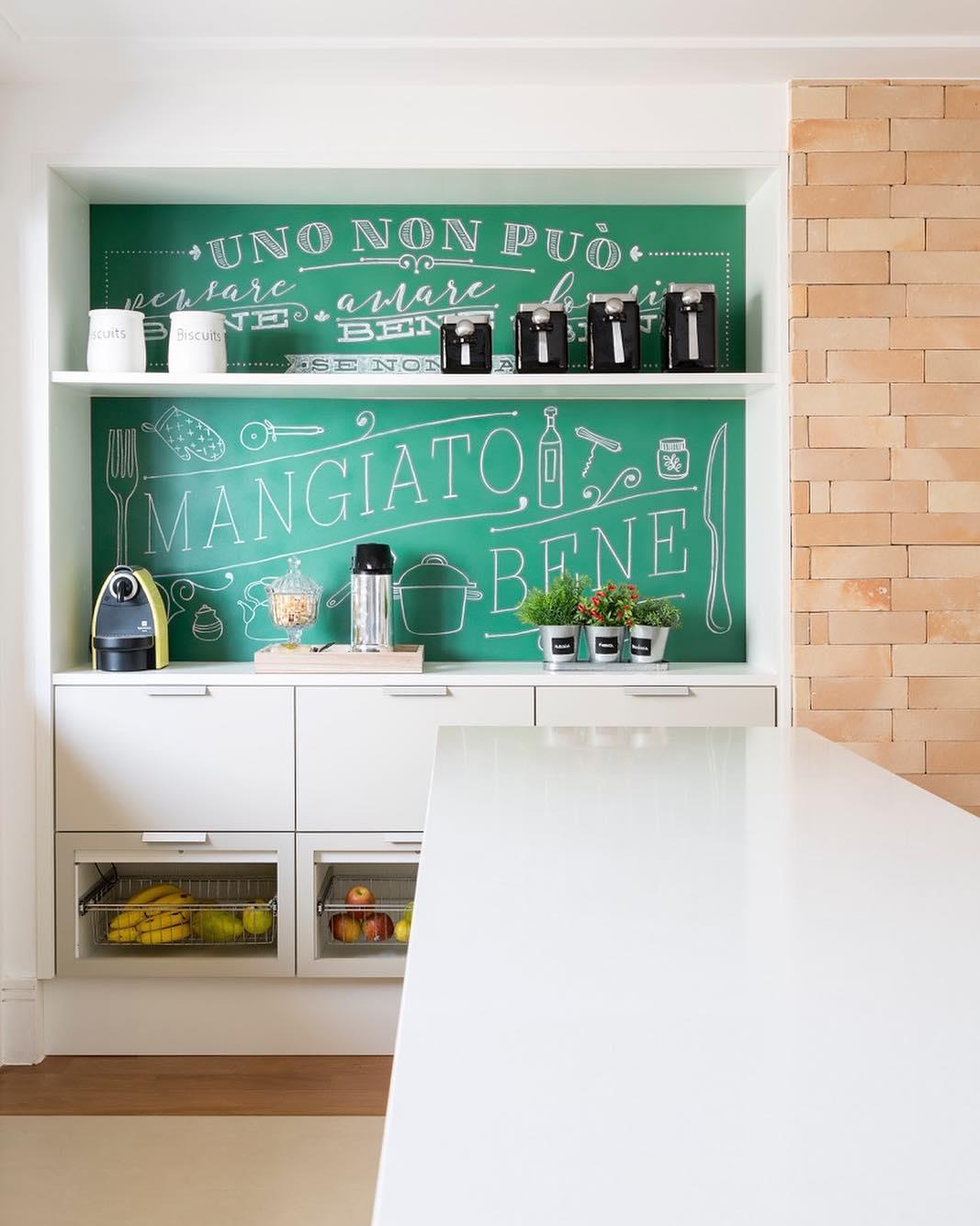 Em casas decoradas: adesivos temáticos deixam qualquer ambiente mais inspirador.
