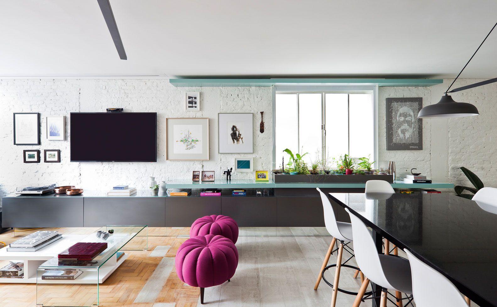 Em casas decoradas: para ampliar o ambiente, opte por um móvel comprido e longo.