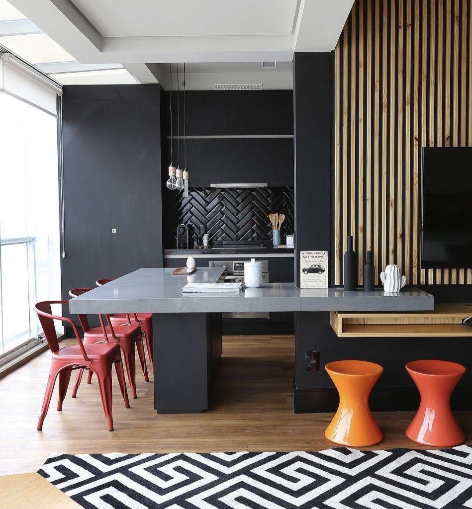 Sala de jantar com cozinha gourmet no mesmo espaço