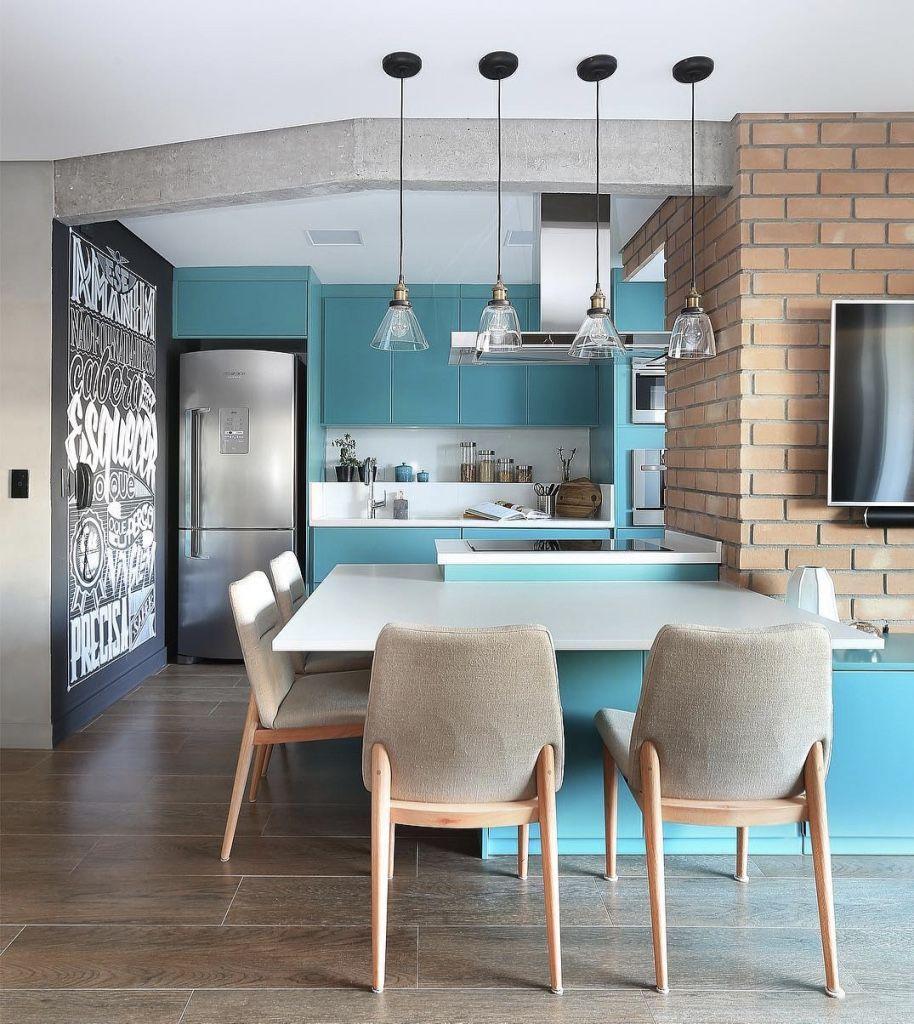 Cozinha gourmet com decoração azul turquesa