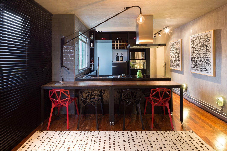 Mesa com rodízios na cozinha gourmet