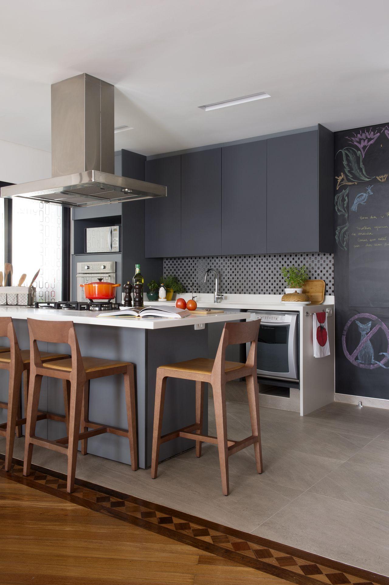 Cozinha com quadro em tinta de lousa