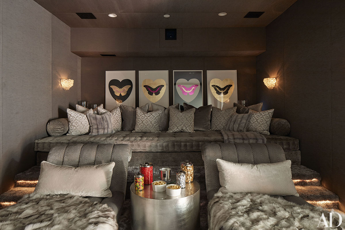 Almofadas e mantas são bem-vindas para decorar e deixar o ambiente mais aconchegante.