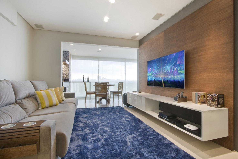 Sala de tv moderna 60 modelos projetos e fotos para decorar for Sala rustica moderna