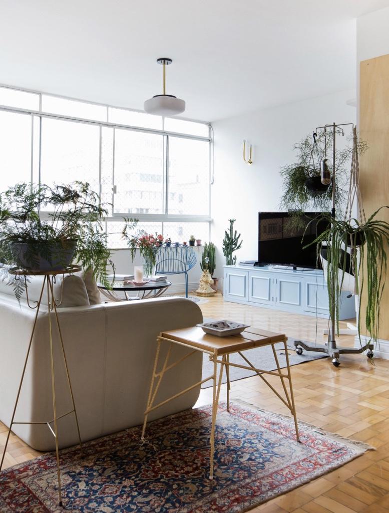 Sala de tv rustica moderna arandelas sala de estar for Sala rustica moderna
