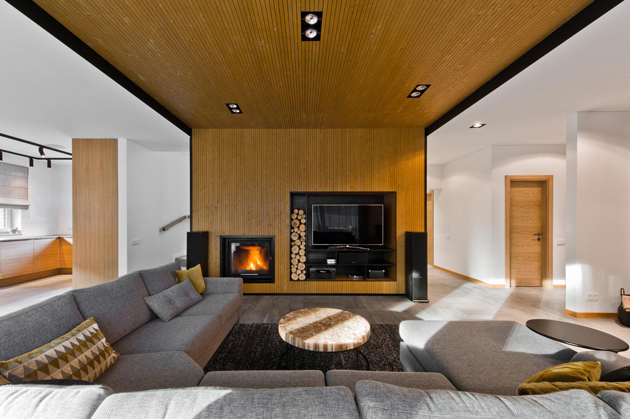 A madeira leva todo o toque aconchegante que a sala precisa.