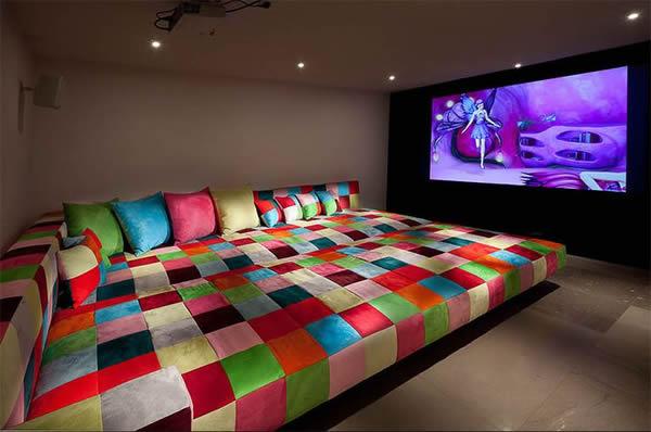 Sofá para sala de TV grande.