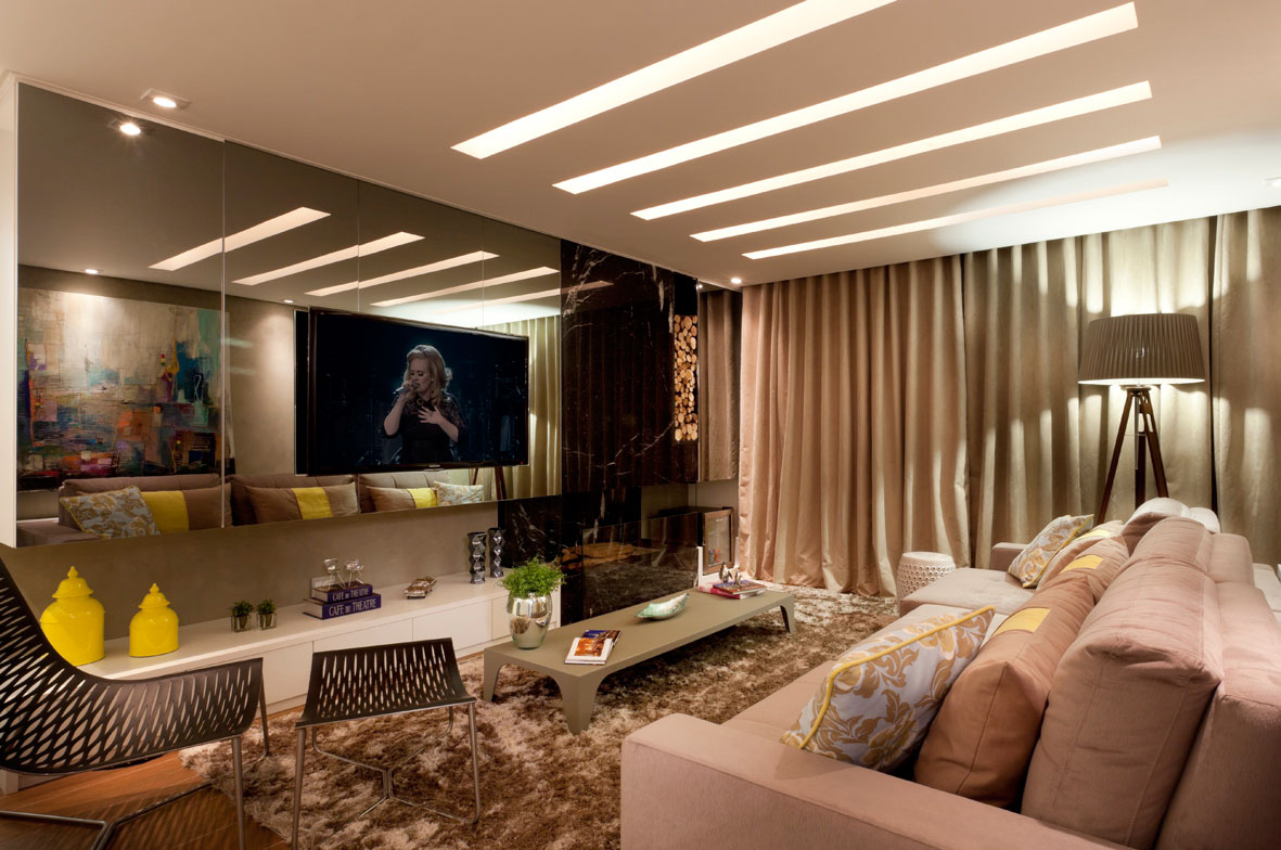 Decoração de sala de TV marrom