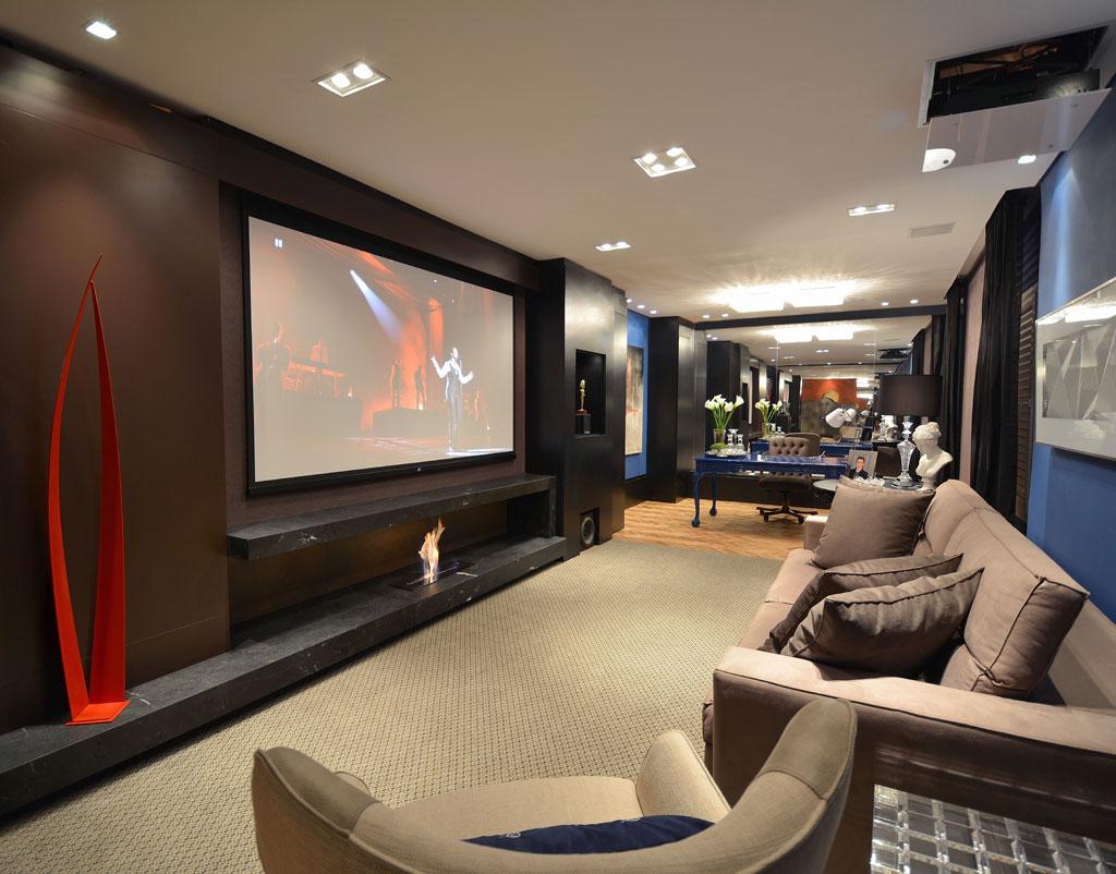 Sala de tv moderna 60 modelos projetos e fotos para decorar - Sala home theatre ...