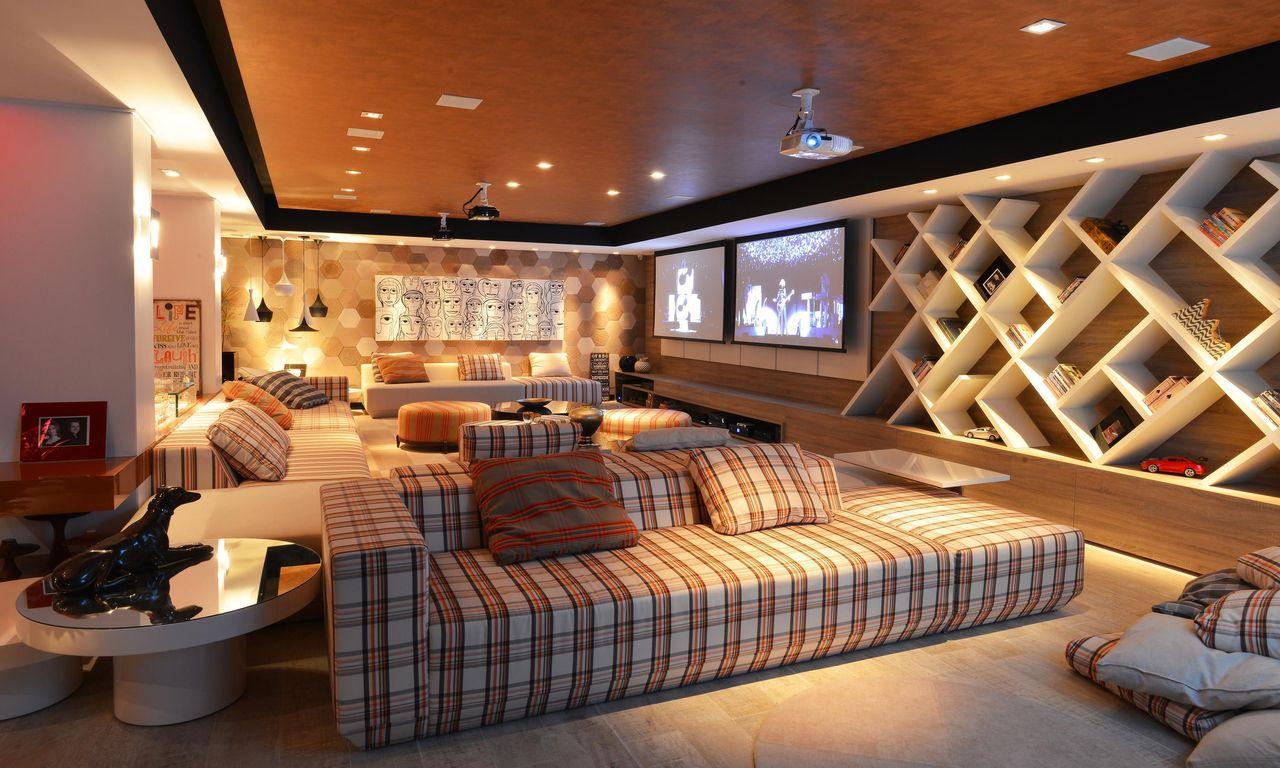 Duas salas em um mesmo ambiente: um local ideal para a diversão.