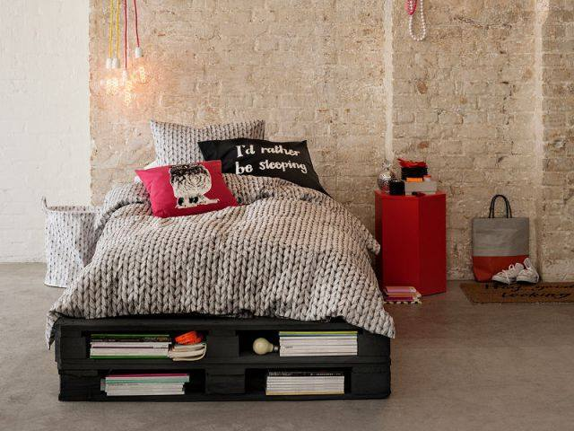 cama de pallet 65 modelos fotos e passo a passo. Black Bedroom Furniture Sets. Home Design Ideas
