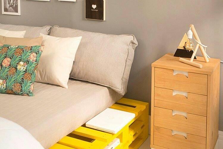 Pinte o material com uma cor vibrante para ser o destaque em um ambiente com decoração neutra
