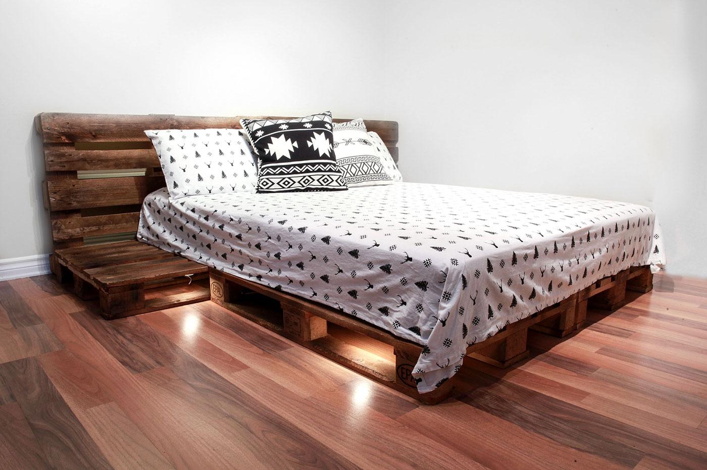 Além da base para o colchão, você pode montar um painel para a sua cama