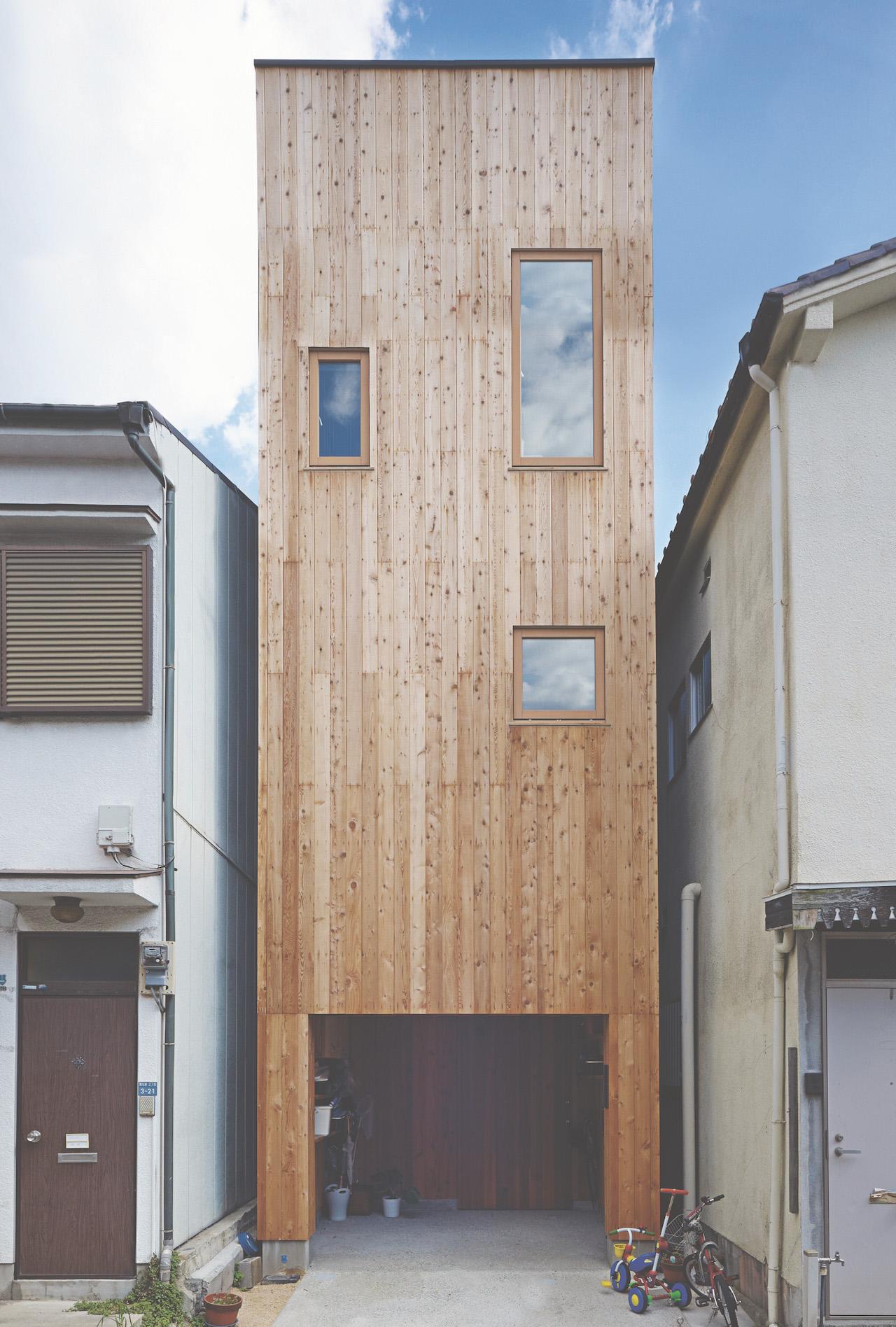 A posição e o formato das janelas deram uma dinâmica para a fachada!