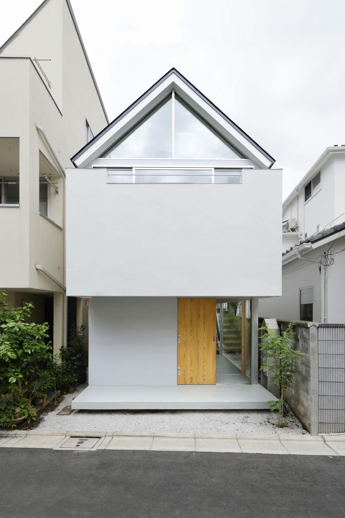 Este modelo de casa pequena quis ser diferente e abusou de originalidade.
