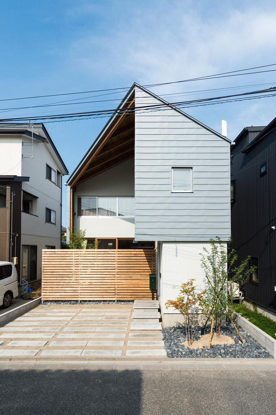 O cheio e o vazio deram o formato dessa casa pequena.