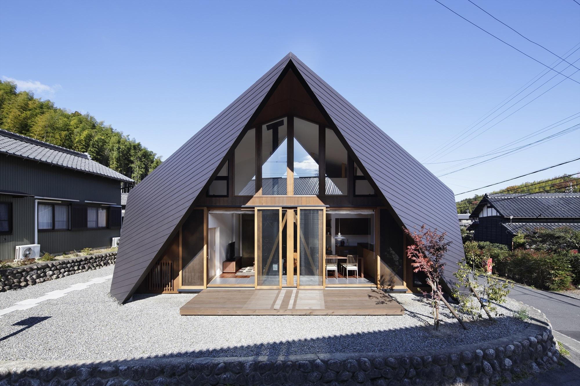 A cobertura desenha toda a arquitetura da casa.