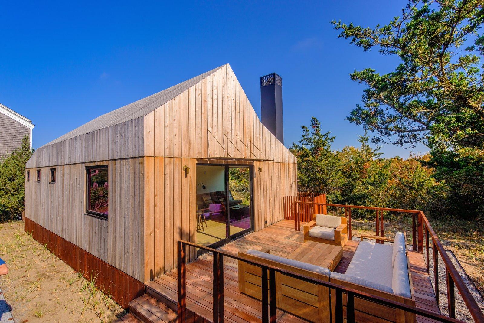 Casa pequena com varanda.