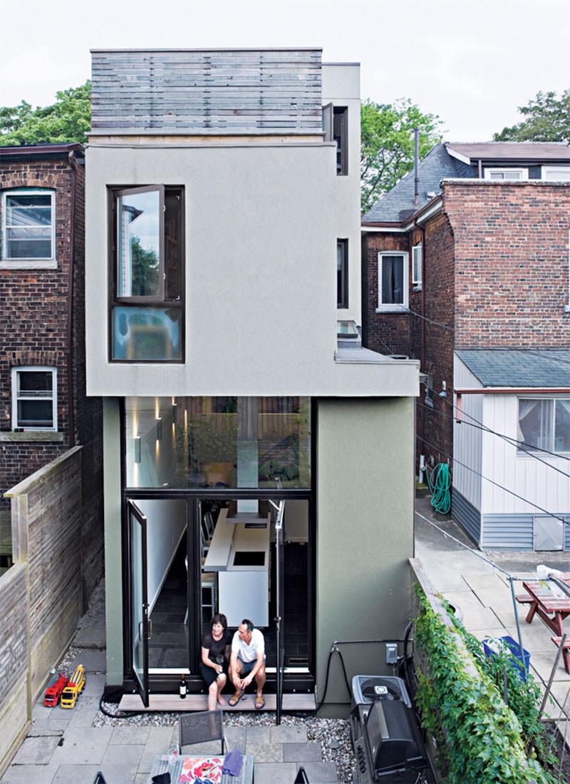 Modelo de casa pequena: aproveite o gabarito do terreno para subir ao máximo a casa.