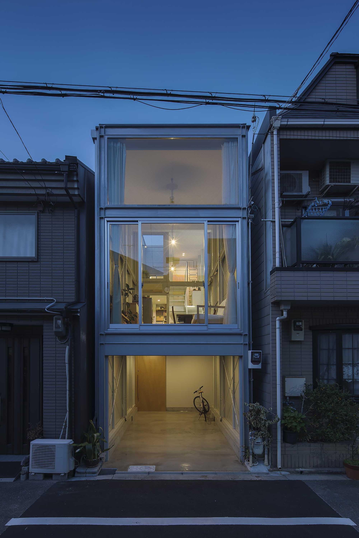 É possível construir casa container com mais pavimentos.