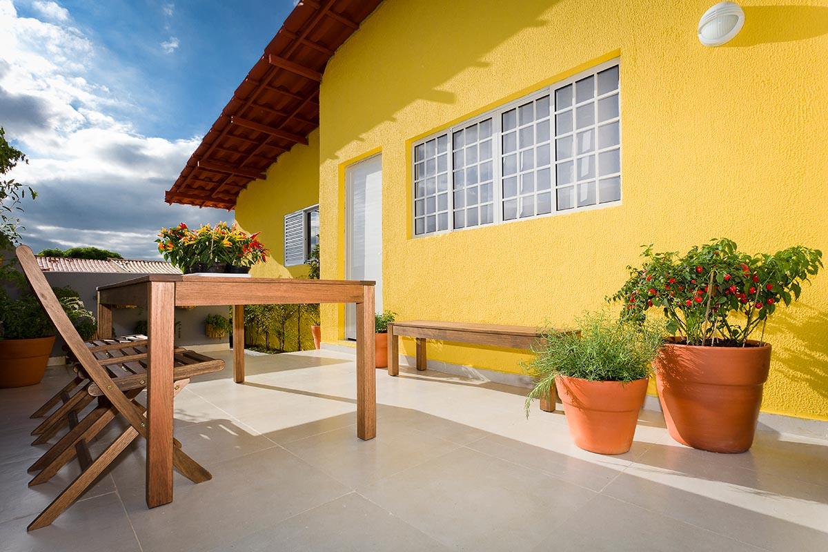 A sensação de uma casa alegre pode ser feita com uma cor mais alegre e viva