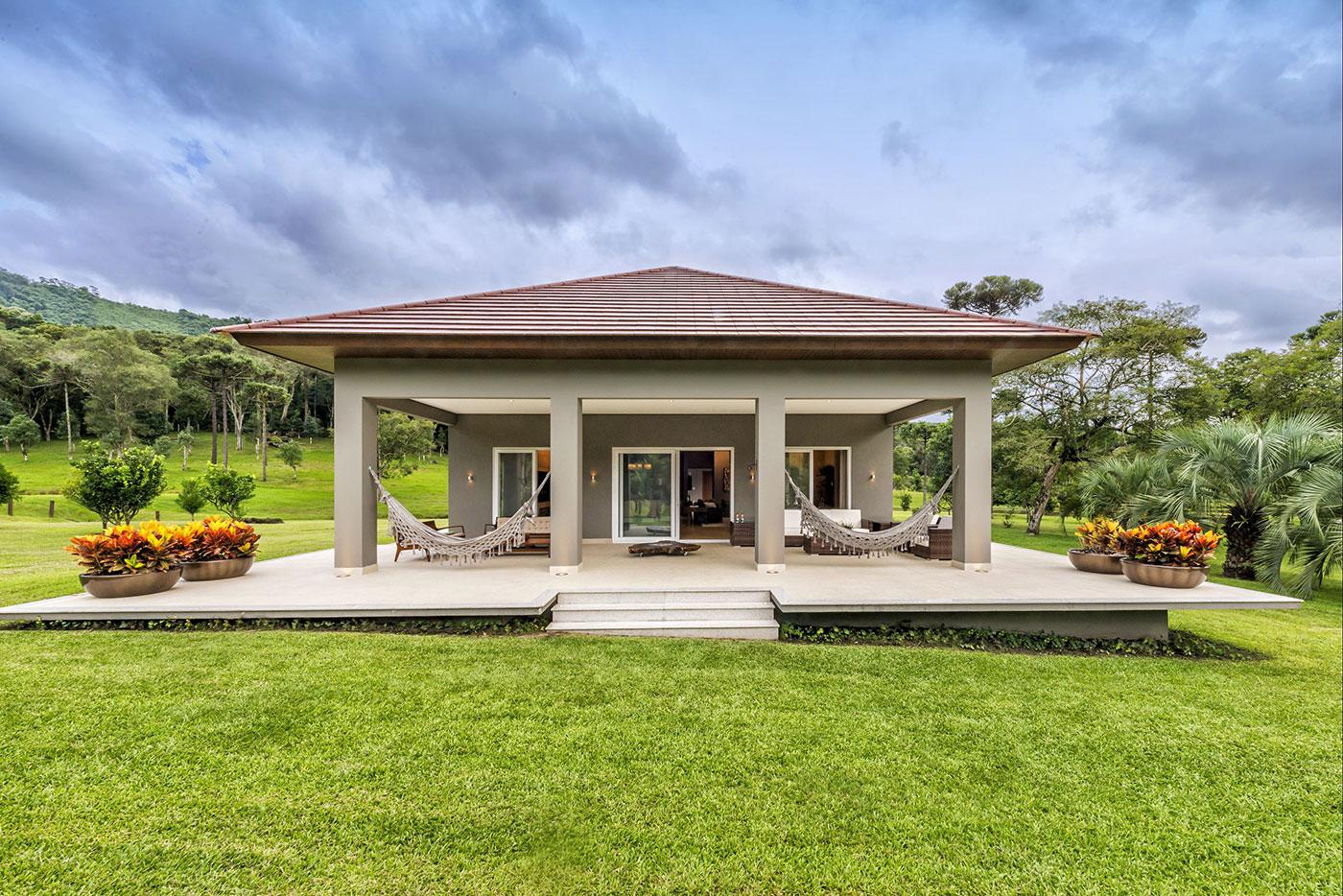 Cores de casas tend ncias e fotos para pintura externa for Modelos de casas de campo modernas