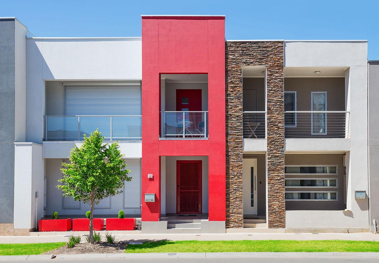 Destaque a entrada principal com uma cor viva do restante da fachada