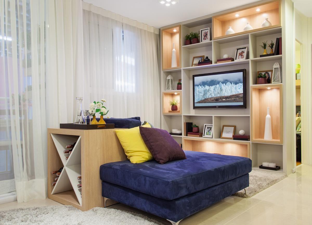 Sala planejada com estante e o barzinho