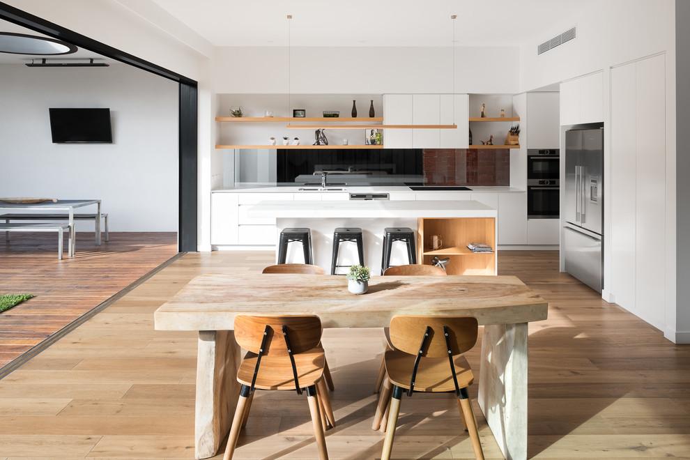 Uma cozinha com decoração minimalista