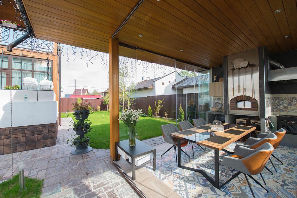 Cozinha em área externa com vidros