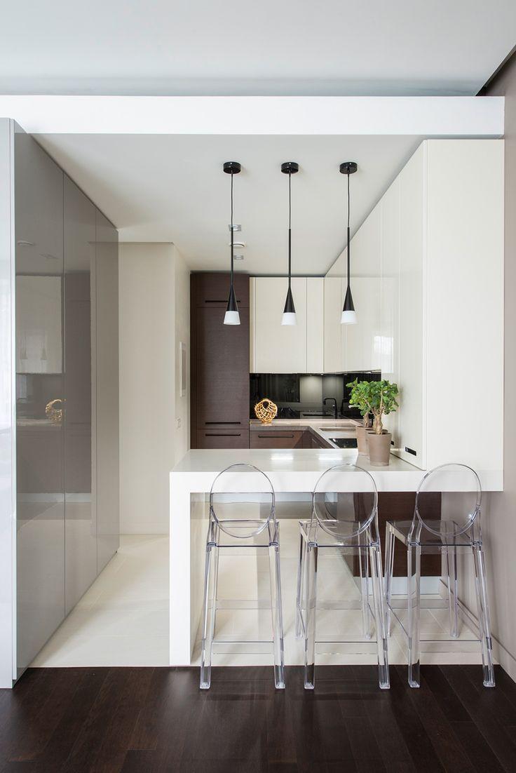 Com a diferenciação de piso, a solução é apostar em uma cozinha clean.