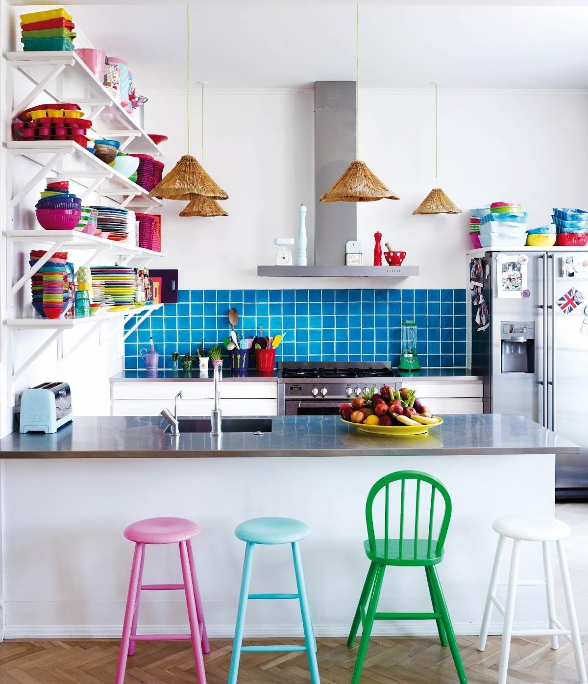 Leve mais estilo para a cozinha com a bancada de metal.